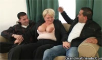 Verklemmte Oma beim Flotten Dreier Handygranny Porno