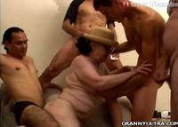 Heißer Granny Gangbang Pornofilm