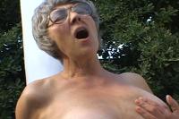 Sex Geile Oma fickt jungen Kerl