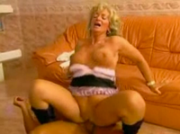 Reife Granny in den Arsch gefickt