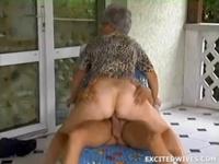 Oma wird von ihrem Engel gefickt