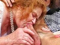 Sexgeile Oma besorgt es Jungem Spund