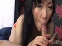 Asiatische Oma fickt jungen Kerl