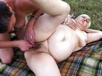 Dicke Rentnerinnen beim Outdoor Lesbensex