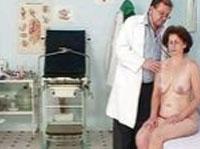 Altes Flittchen beim Frauenarzt