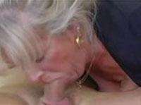 Alte Hure treibt es mit ihrem Sohn