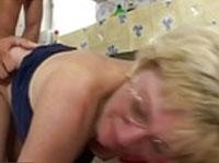 Alte Blondine in den Arsch gefickt
