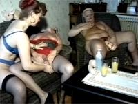 3 Omas feiern eine Dildo Orgie