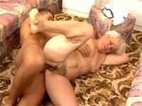 Fette behaarte Omas beim Gruppensex
