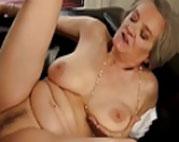 Alte reife Mutter bezahlt für guten Sex