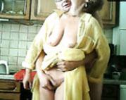 Altes Ehepaar fickt in der Küche