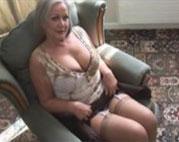 Hübsche Oma masturbiert nur für Dich