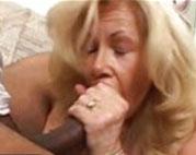 Oma steht auf schwarze dicke Schwänze