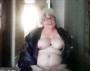 Russische Oma fingert sich vor ihrer Webcam