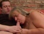 Deutsche Oma von jungem Schwanz gefickt