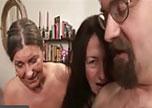 Junges Paar lädt Oma zum Ficken ein