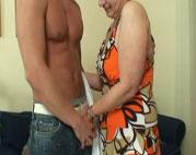 Mit der sexy Oma gehen die Hormone durch