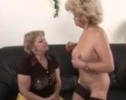 Lesbische Omas lieben Sex mit Dildos
