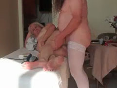 Oma vom Krankenpfleger in den Arsch gefickt