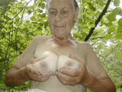 90 jährige Omas zeigen sich nackt