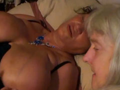 Lesbische Omas mit dicken Titten