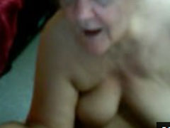 Oma betreibt geilen Webcamsex