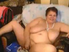 Fette russische Oma vor der Webcam