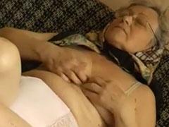 Über 70 und noch geil aufs Masturbieren