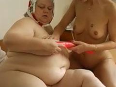 Oma fickt mit junger lesbischer Schlampe