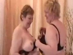 Zwei alte lesbische Omas in einem Amateur Porno