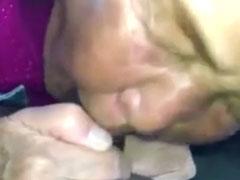 Asiatische fette Oma beim Schwanz blasen gefilmt