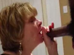 Oma tief in den Mund gefickt