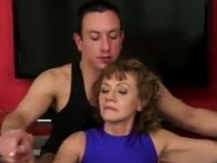 Oma treibt es mit dem Yoga Lehrer