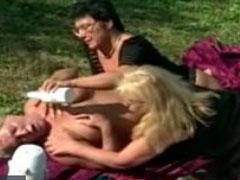 Drei geile alte Lesben und eine Sonnecreme