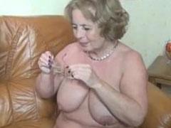 Krankenpfleger fickt die Oma durch