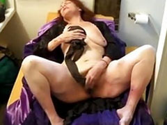 Oma fickt sich mit ihrer Strumpfhose
