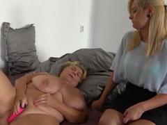 Eine devote Oma nach der anderen