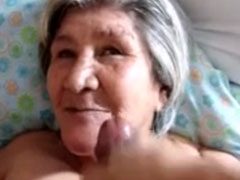 Viel Sperma in Omas Gesicht