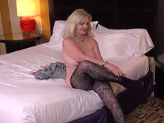 Oma zeigt euch schöne fette Titten