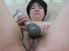 Alte asiatische Oma steht auf guten Sex