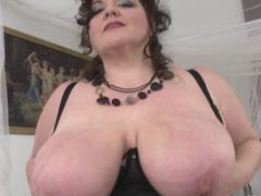 Oma präsentiert euch riesige Natur Brüste