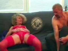 Oma fickt mit ihrem Gast