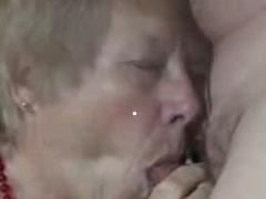 Oma findet Schwanz lutschen total geil