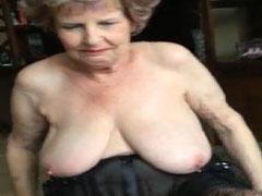 Platte Brüste und eine grosse Mundfotze