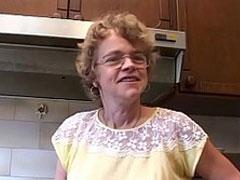 Oma vom Chef gefickt