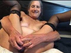 Oma fickt sich und lutscht Schwanz