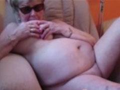 Fette alte Frau zeigt sich nackt