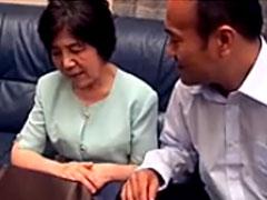 Japanische Oma zum Sex überredet