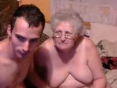 Süsse dicke Oma macht Webcamsex