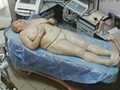 Oma bei der Massage